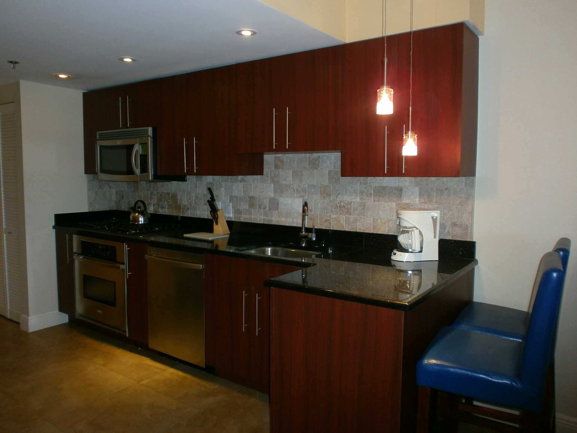 Fully equipped modern kitchen with 2-seat breakfast/bar-table