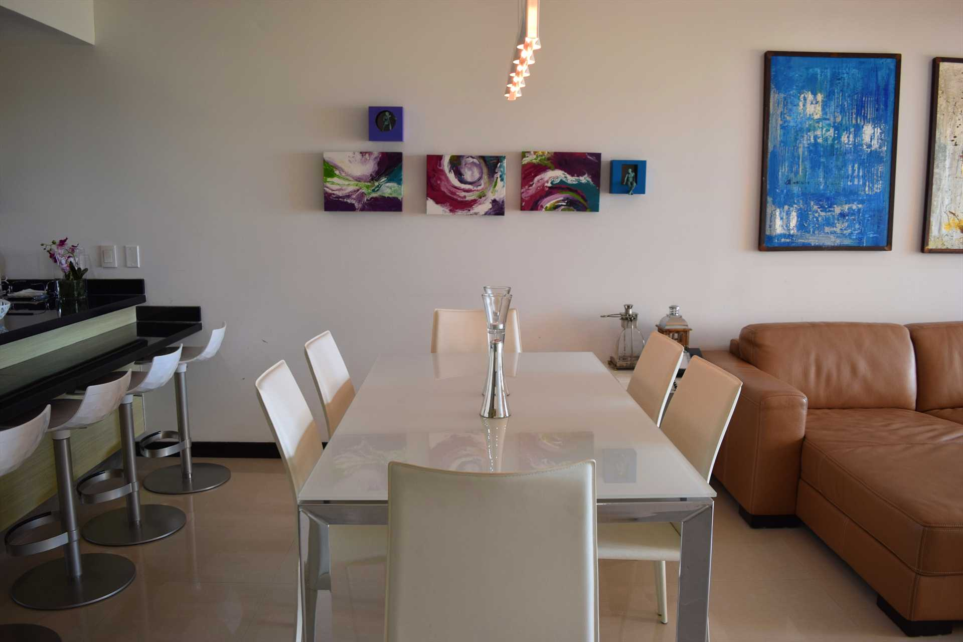 6-seat dinning table in the living area
