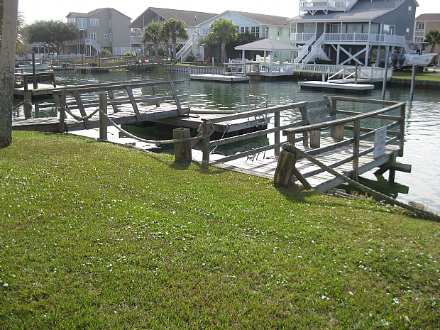 private boatdock and second pier on canal