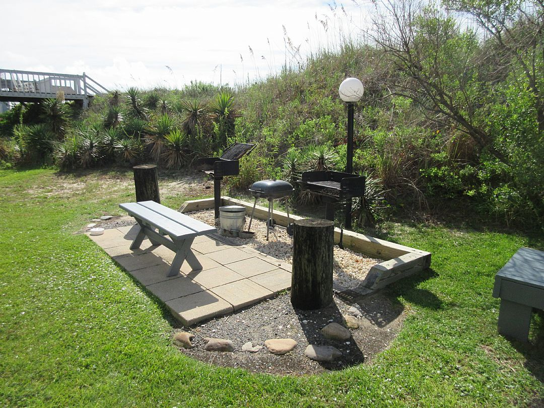 COMMON AREA CHARCOAL GRILLS PICNIC AREA