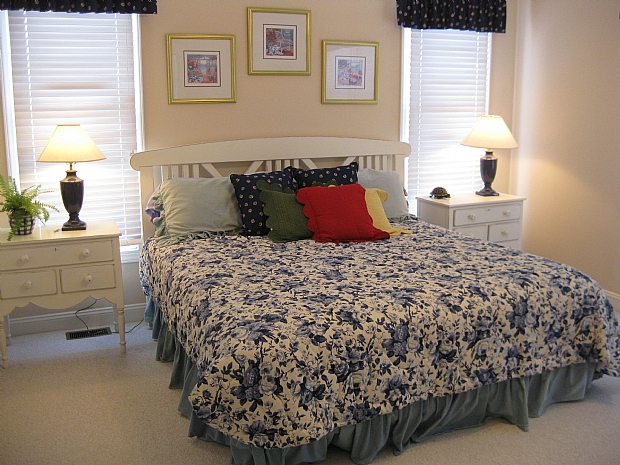 bedroom 2 soundside downstairs 1King