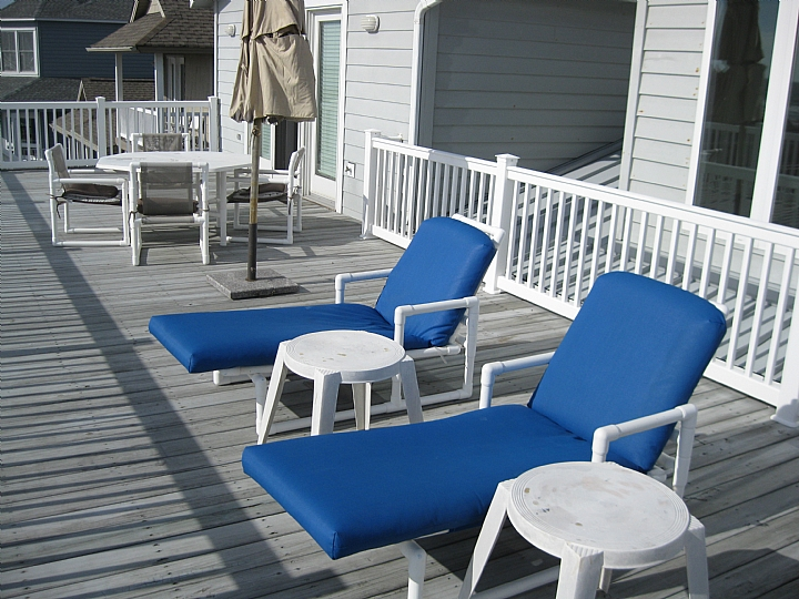 upstairs oceanfront deck