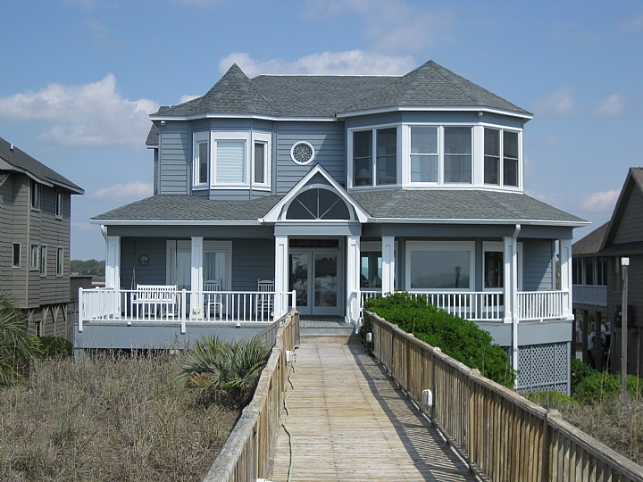 Ocean Isle Beach 6 bedroom vacation home on the ocean and sound
