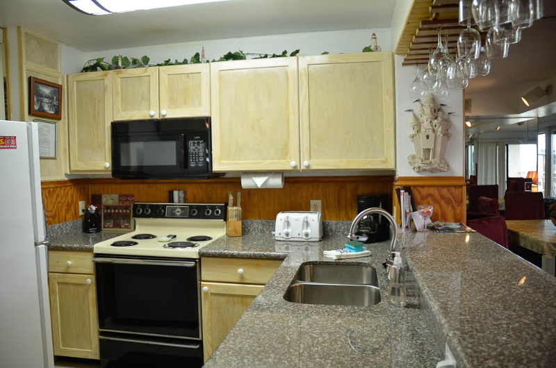 NEW KITCHEN WITH GRANITE COUNTER TOPS