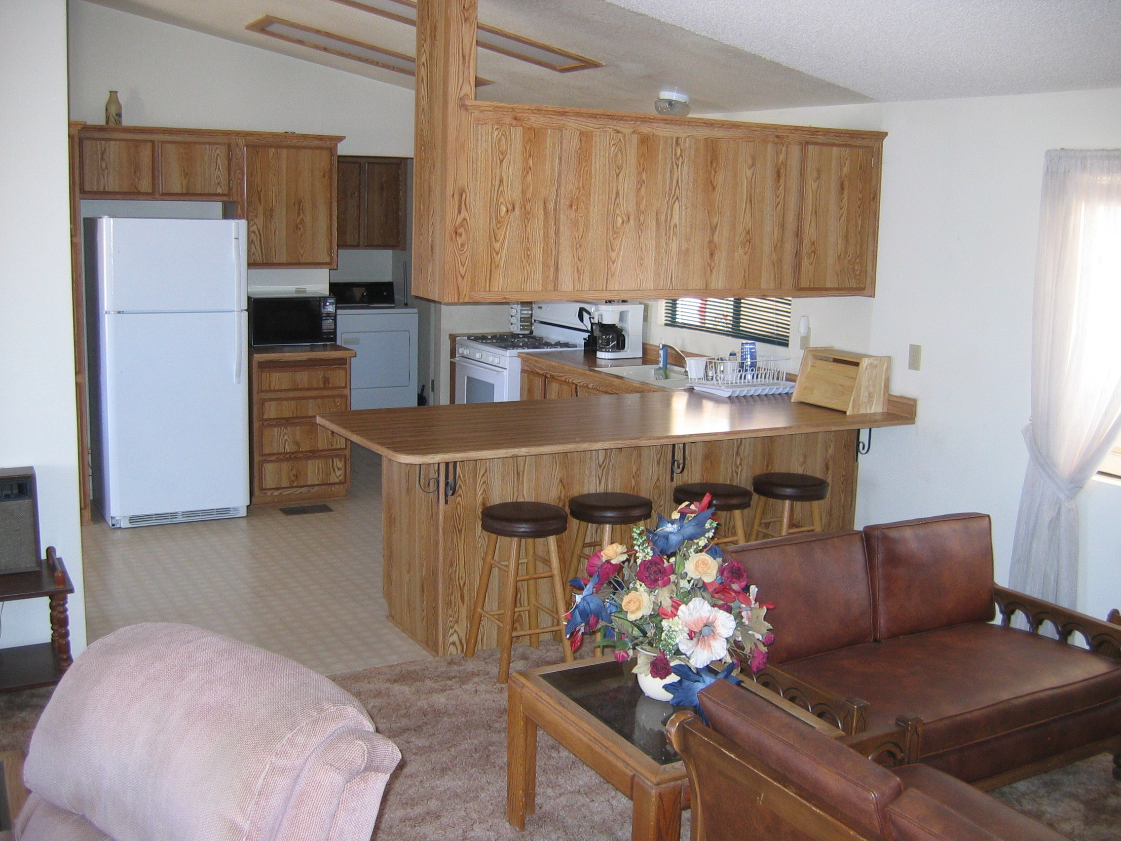 Large Fully Furnished Kitchen with Breakfast Bar