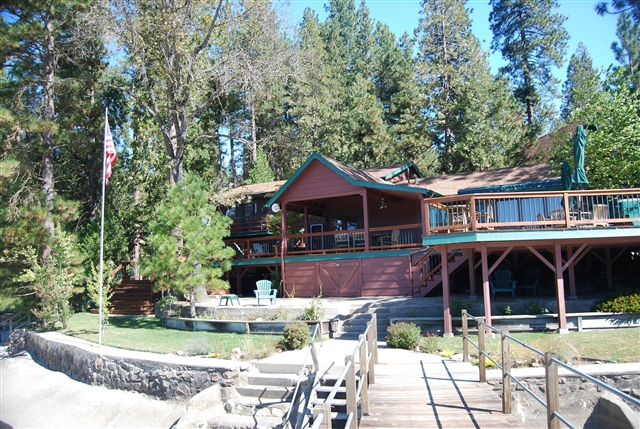 5 bedroom family vacation home in Bass Lake, CA