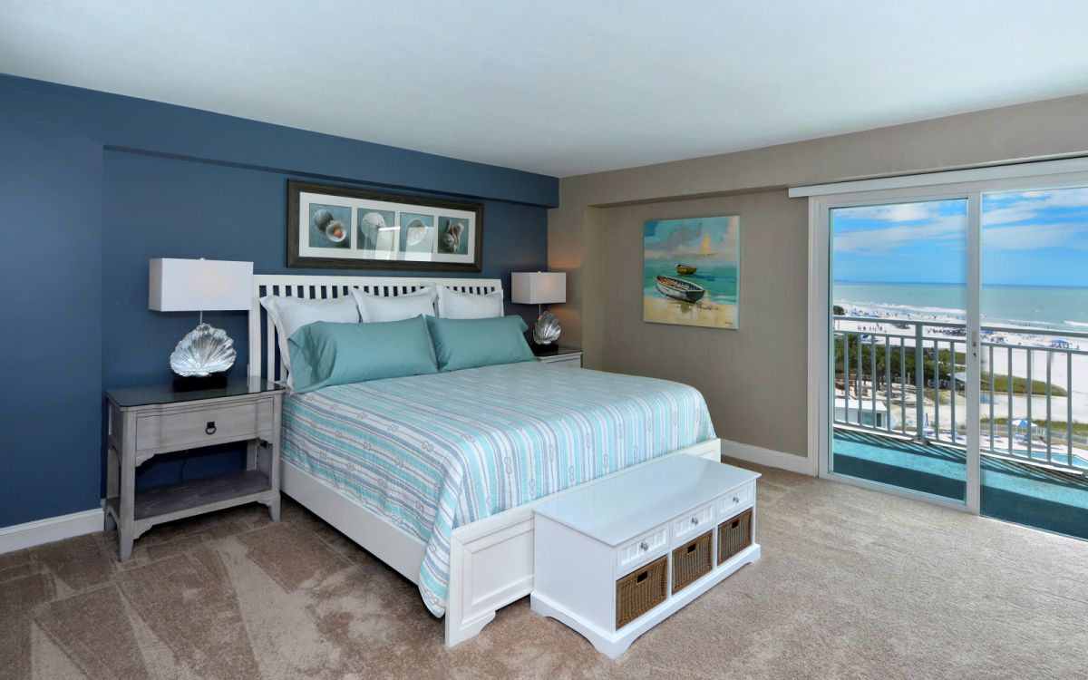 The Master bedroom has a King sized bed and views of the Gulf.