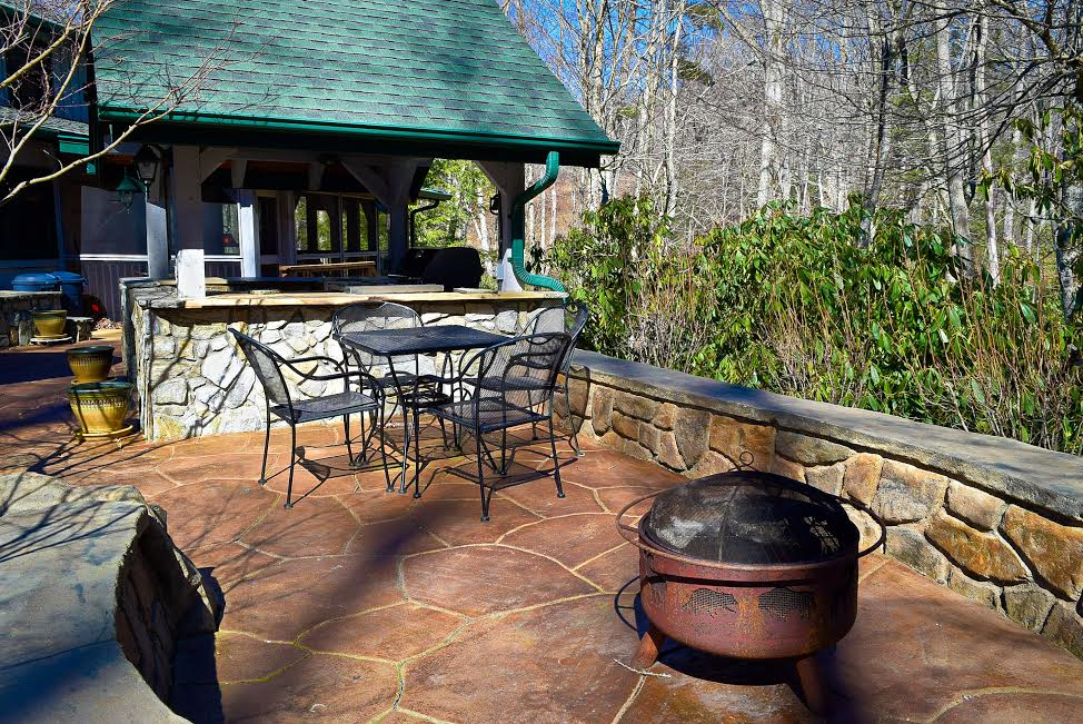 There is a fire pit and seating area where the whole family can gather together to enjoy s'mores. #outdoorfirepit