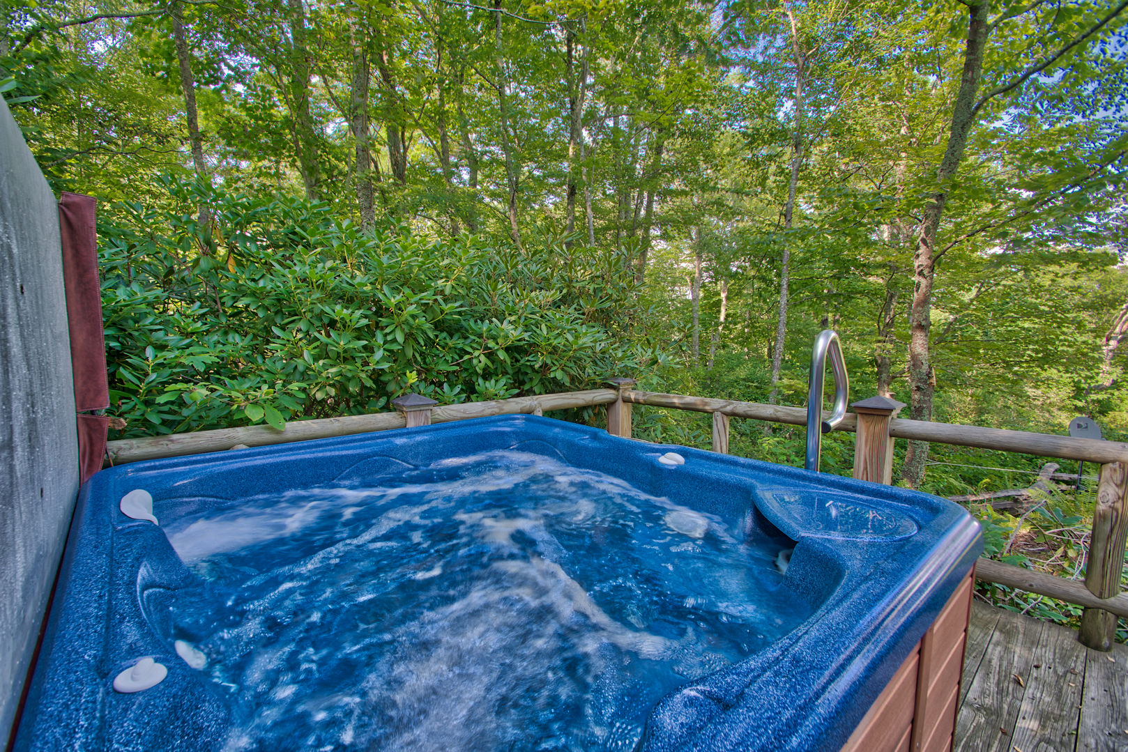 Soak in this four person hot tub after a day hiking nearby Grandfather Mountain!
