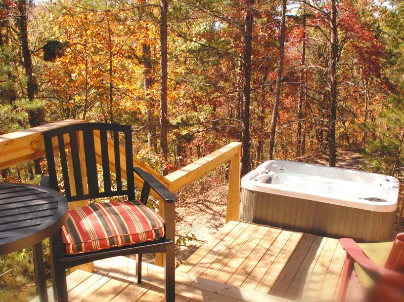 Deck and hot tub of Loft #3