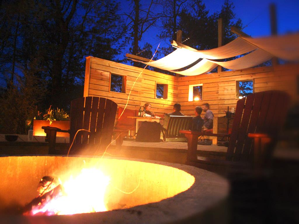 Woodland Loft central fire pit and dining