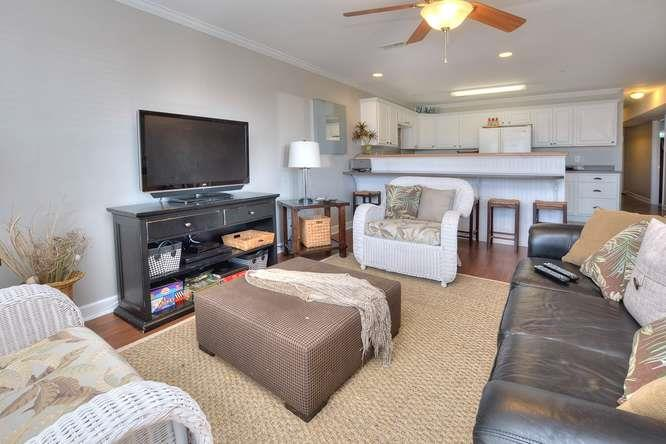 Shell Yeah 105 SE 58th St Oak-small-004-54-Living RoomKitchen-666x444-72dpi