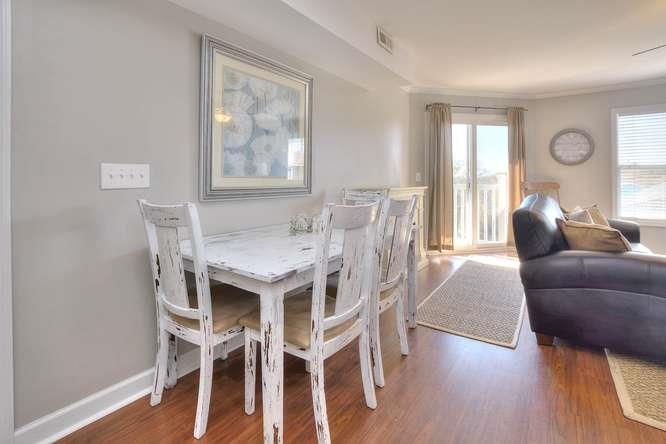 Shell Yeah 105 SE 58th St Oak-small-008-58-Dining Area-666x444-72dpi