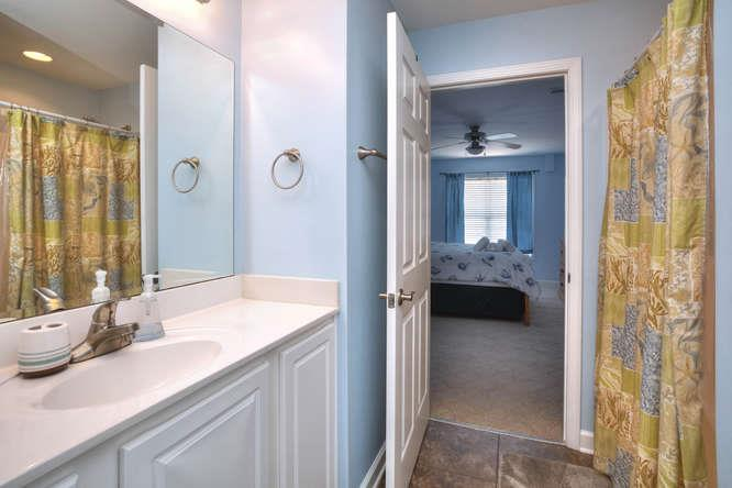 105 SE 58th St Oak Island NC-small-016-9-Bathroom 2-666x444-72dpi