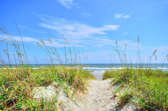 105 SE 58th St Oak Island NC-small-020-21-OKI Beachfront-666x441-72dpi