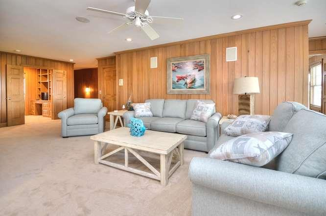 6622 Kings Lynn Dr Oak Island-small-028-36-Family Room-666x441-72dpi