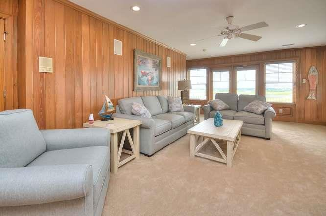 6622 Kings Lynn Dr Oak Island-small-030-25-Family Room-666x441-72dpi