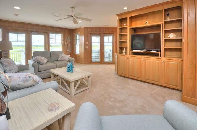 6622 Kings Lynn Dr Oak Island-small-031-37-Family Room-666x441-72dpi