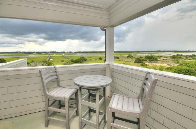 6622 Kings Lynn Dr Oak Island-small-035-51-Family Room Covered Deck-666x440-72dpi