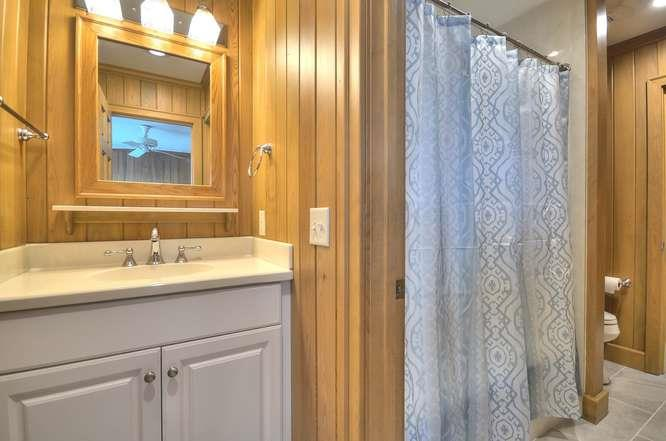 6622 Kings Lynn Dr Oak Island-small-039-27-Bathroom 2-666x441-72dpi