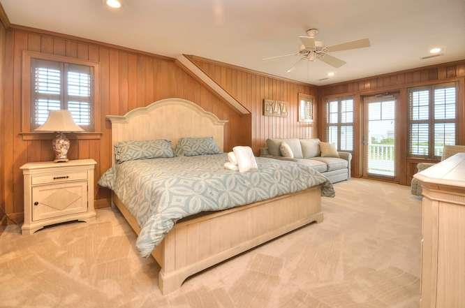 6622 Kings Lynn Dr Oak Island-small-042-53-Master Bedroom 2-666x441-72dpi