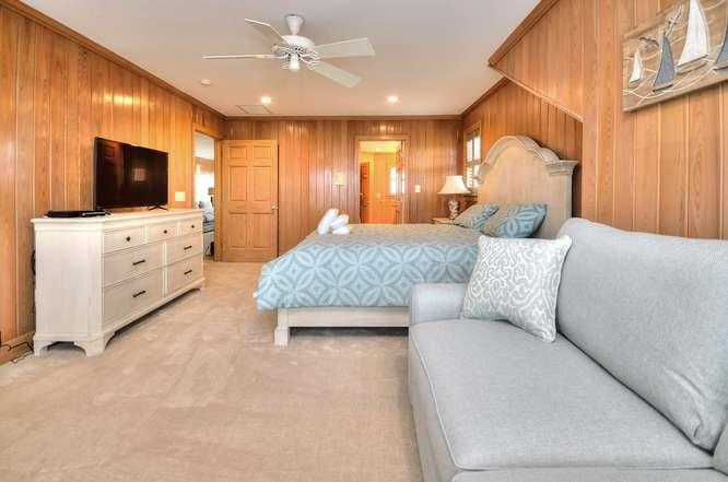 6622 Kings Lynn Dr Oak Island-small-044-49-Master Bedroom 2-666x442-72dpi