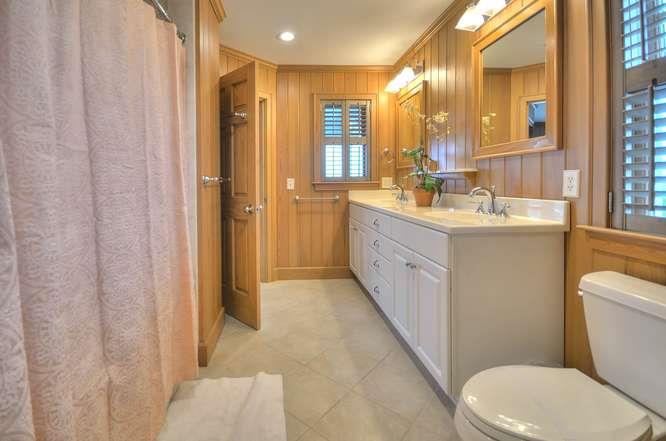 6622 Kings Lynn Dr Oak Island-small-045-40-Master Bedroom 2 Bathroom-666x442-72dpi
