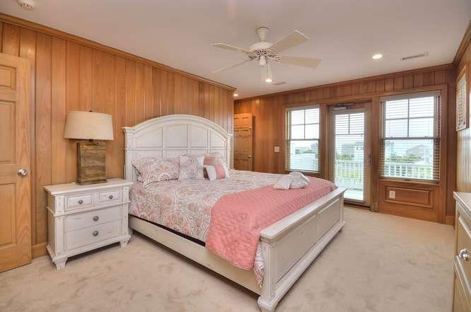 6622 Kings Lynn Dr Oak Island-small-048-42-Bedroom 5-666x442-72dpi