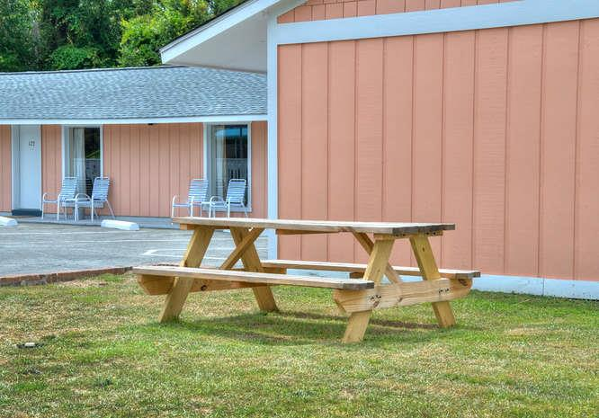 Oak Island Extended Stay 118-small-011-2-Picnic Area-666x465-72dpi