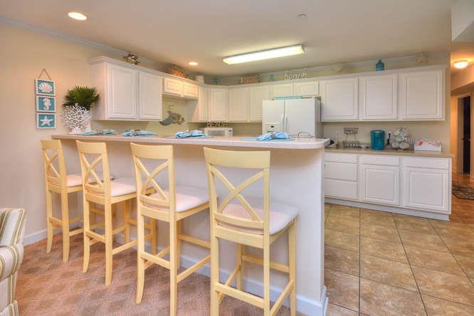 105 SE 58th St Ocean Walk 4303-small-007-12-KitchenBreakfast Bar-666x444-72dpi