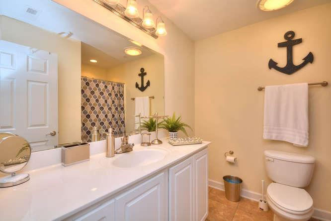 105 SE 58th St Ocean Walk 4303-small-011-17-Bathroom 1-666x444-72dpi