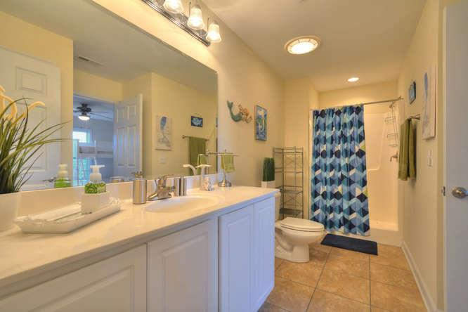 105 SE 58th St Ocean Walk 4303-small-014-10-Bathroom 2-666x445-72dpi
