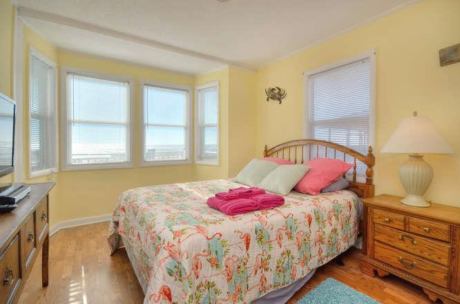 Blue Crab Cove 711 Caswell-small-020-24-Bedroom 3-666x442-72dpi
