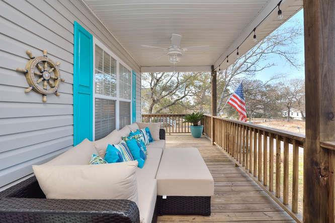1007 W Yacht Dr Waters Edge-small-002-16-Front Porch-666x444-72dpi