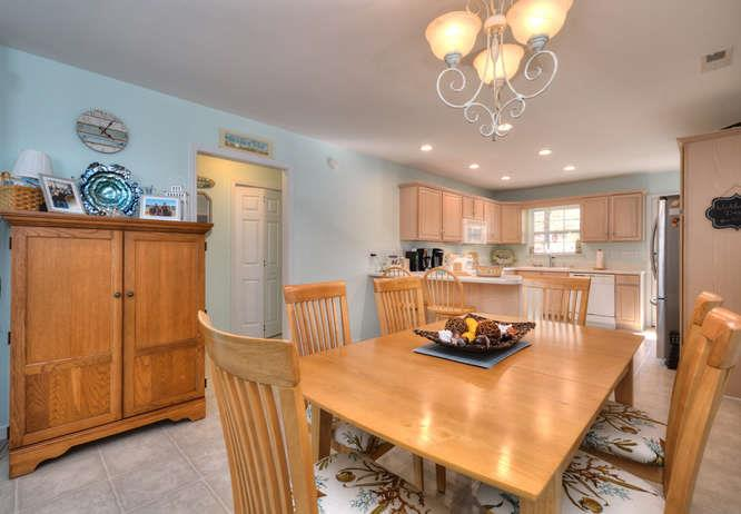 1007 W Yacht Dr Waters Edge-small-009-33-DiningKitchen-666x462-72dpi