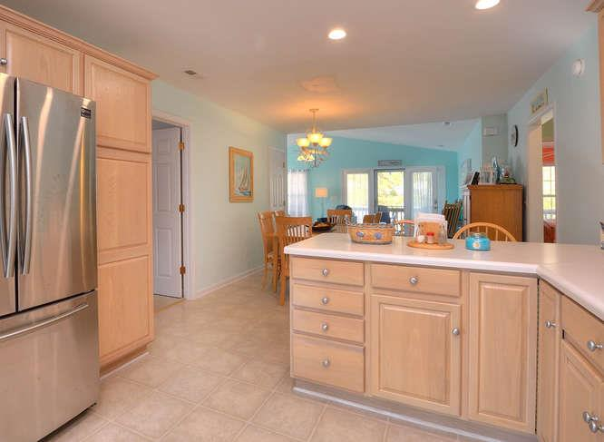 1007 W Yacht Dr Waters Edge-small-013-3-KitchenDining-666x487-72dpi