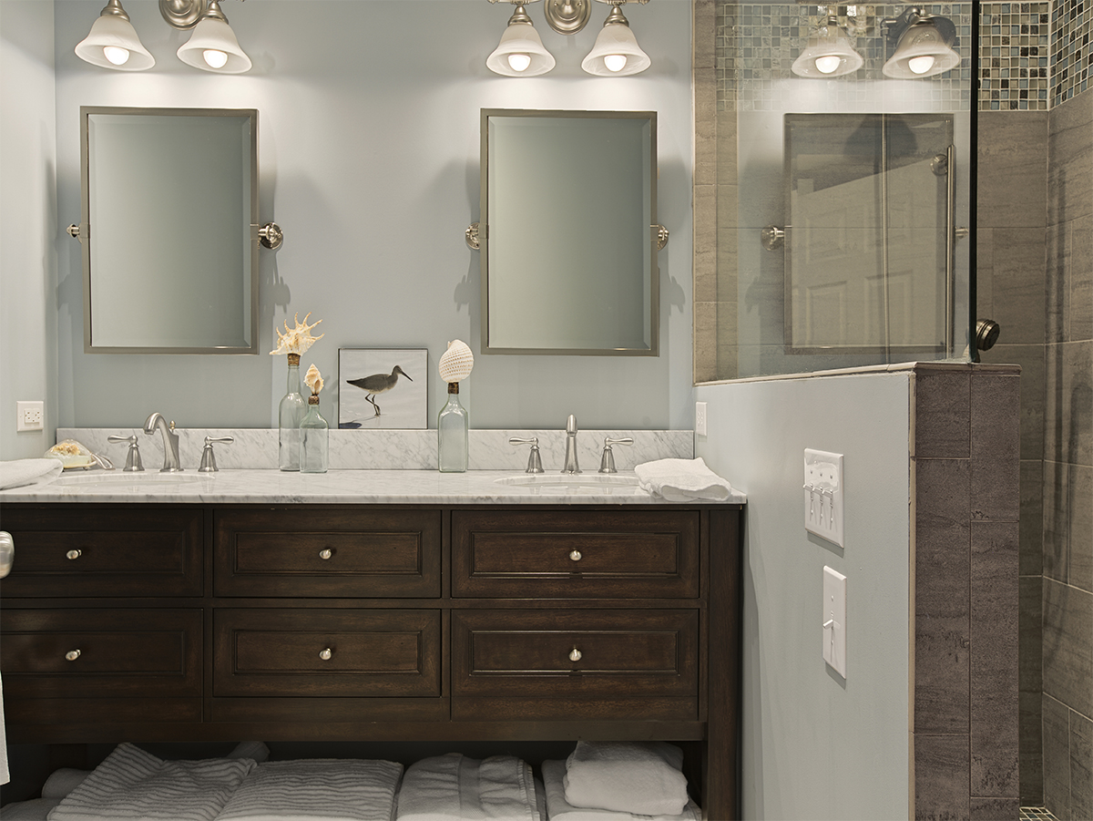 Very nice bathroom with double sinks and  two mirrors - Destin FL vacation rental