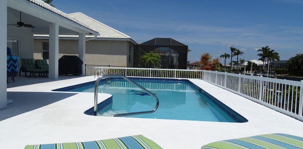 Marco Island 3 bedroom vacation home with pool