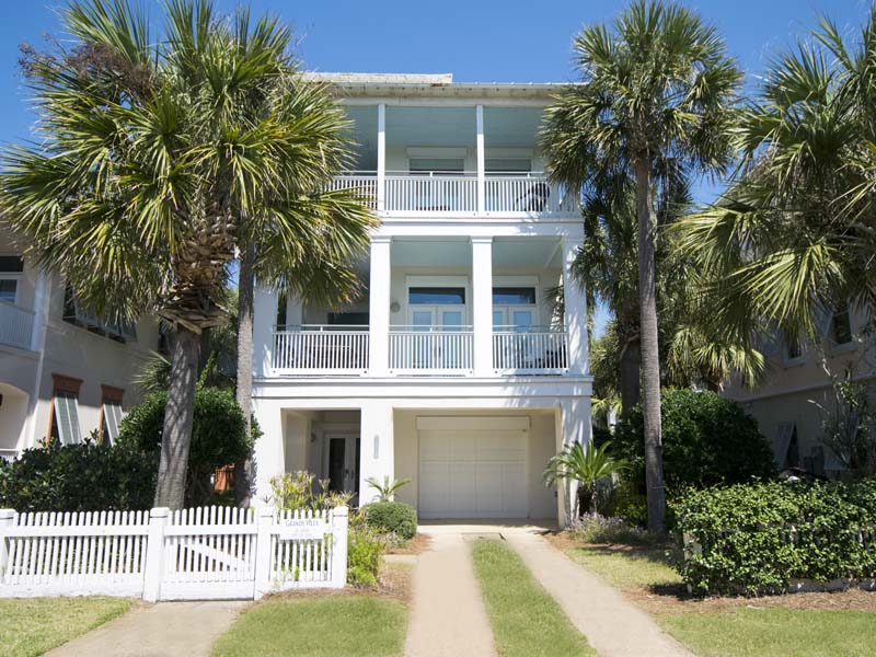Destin 6 bedroom vacation home sleeps 22 with pool and walk to beach in Miramar Beach