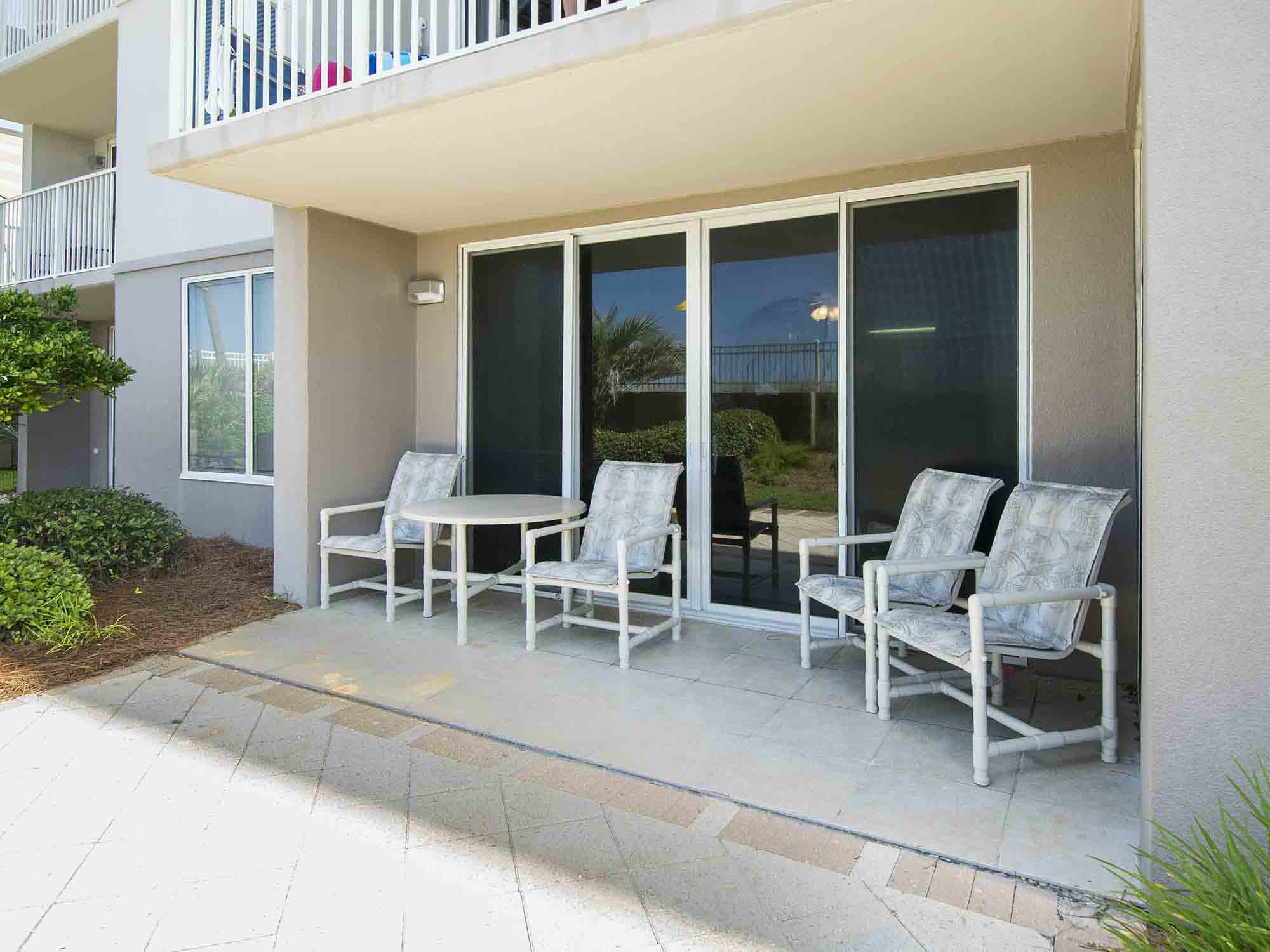 Fort Walton Beach 1st floor oceanfront condo rental with pool, close to shops and 3 bedrooms