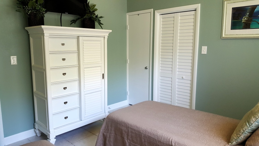 Twin bed armoire