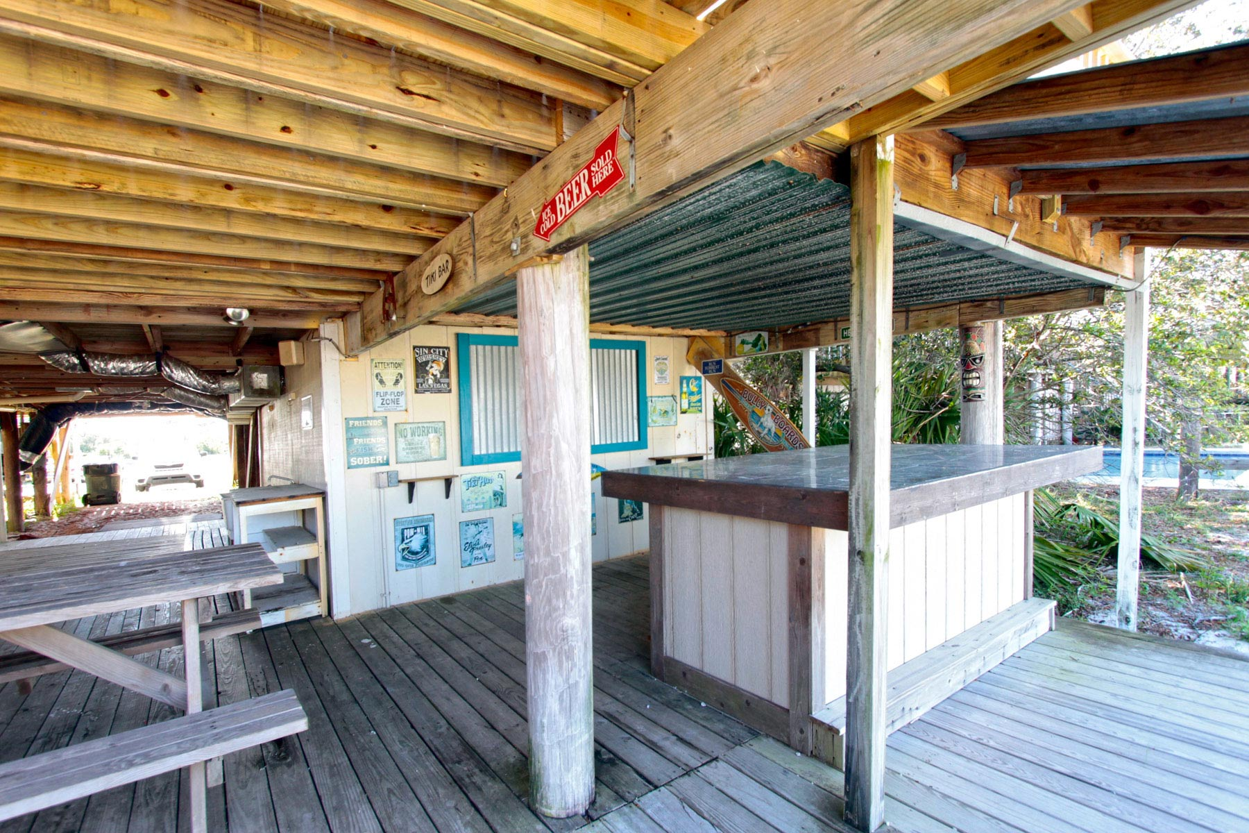 Awesome hang-out area with tiki bar with picnic table