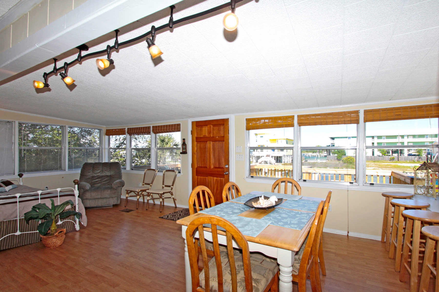 Sitting and dining area