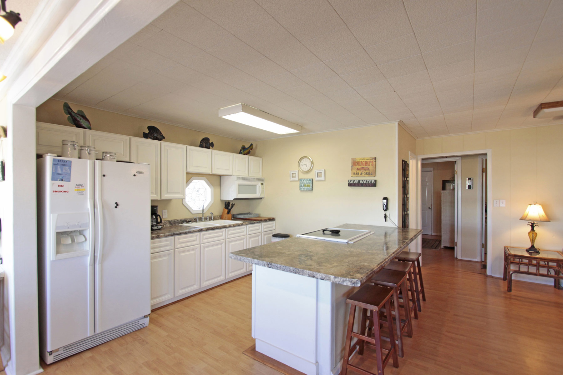 Updated kitchen with additional seating