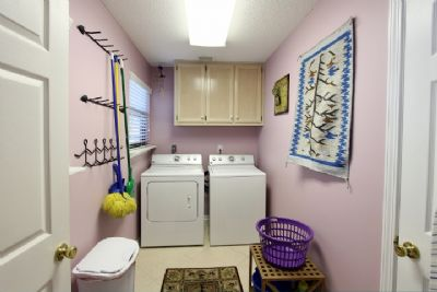 Laundry area off entrance hall