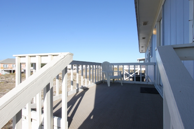Spacious rear deck off kitchen - perfect for morning yoga!