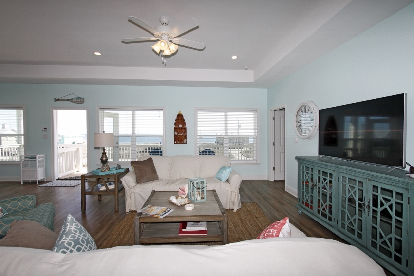 Comfortable living area with gulf views