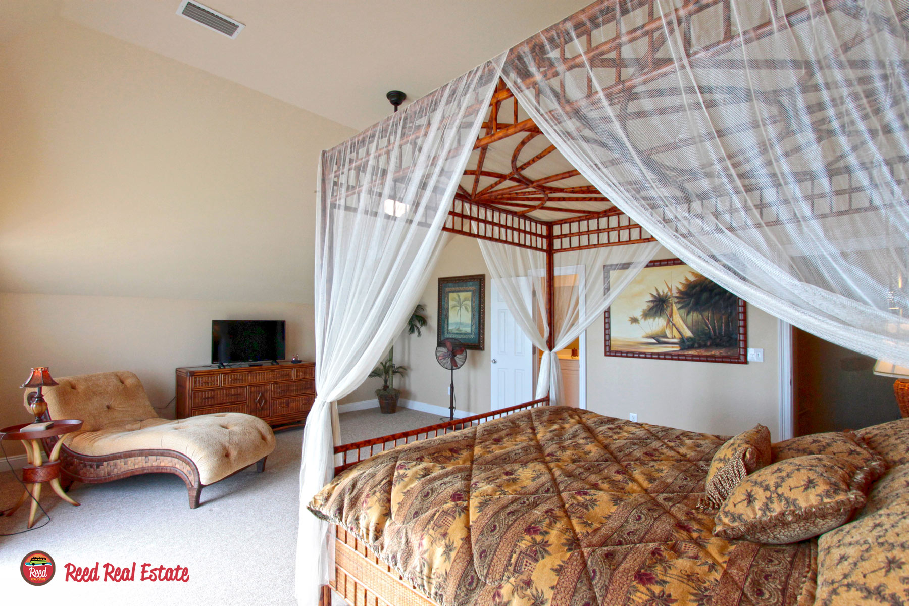Huge, private master suite