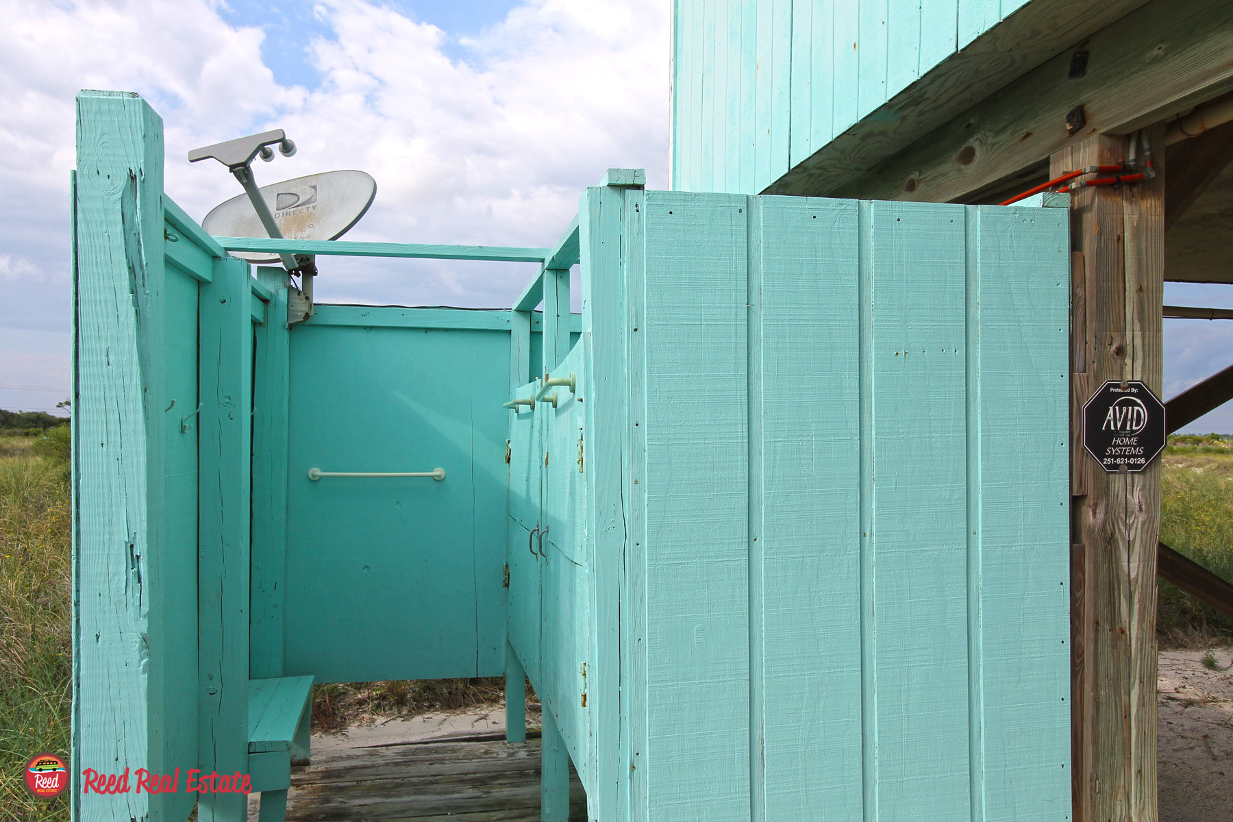 Outdoor shower with 2 stalls