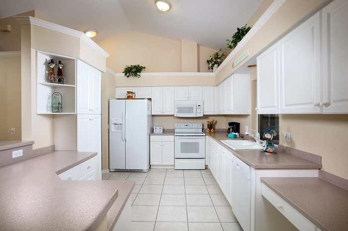 Marco Island 3 bedroom vacation rental with pool close to beach